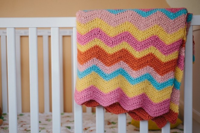 Crocheted chevron baby blanket on the Permenet Riot blog